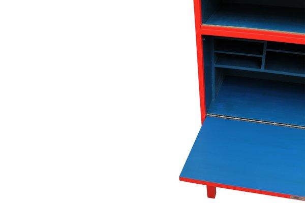 meuble de rangement vintage rouge et bleu