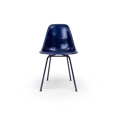 black eames chair hollywood director dsx with dark blue base by charles ray for herman miller