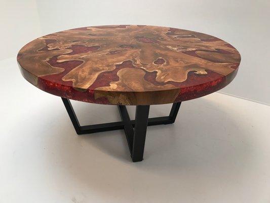 table ronde moderniste en bois et resine avec base en fer 2000s