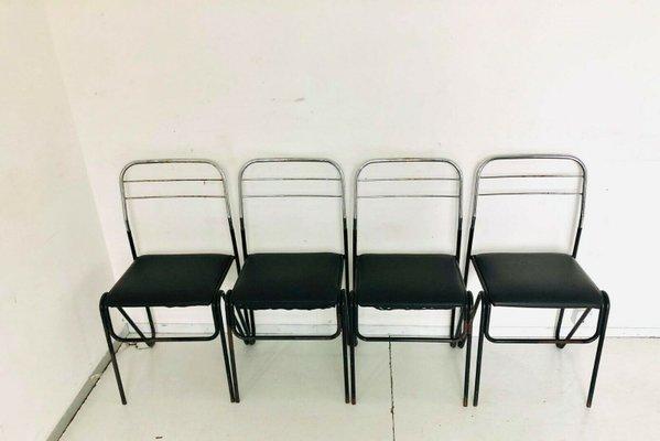 Imbottitura e tessuto originale in ottimo stato, ad eccezione di una piccola abrasione nel tessuto in un angolo del bracciolo. Vintage Black Skai Metal Chairs 1970s Set Of 4 For Sale At Pamono