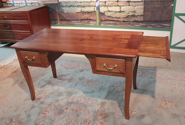bureau antique en bouleau et merisier