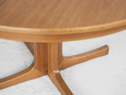 Mid Century Danish Round Extendable Dining Table In Oak 1960s For Sale At Pamono