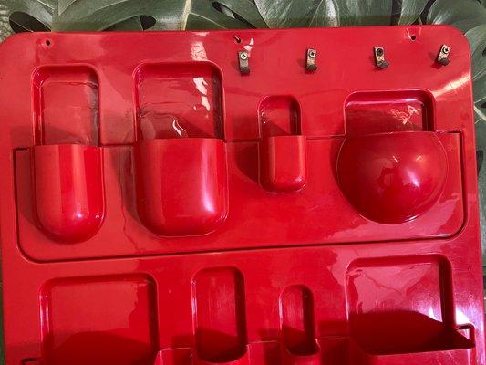 etagere murale utensilo vintage rouge en plastique italie 1970s