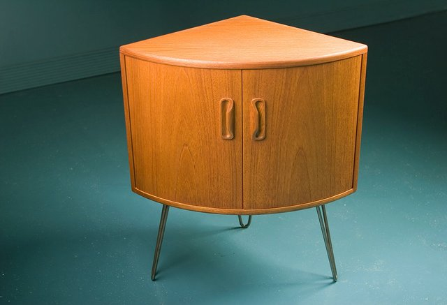 Small Mid-Century Teak Corner Cabinet From G-Plan For Sale