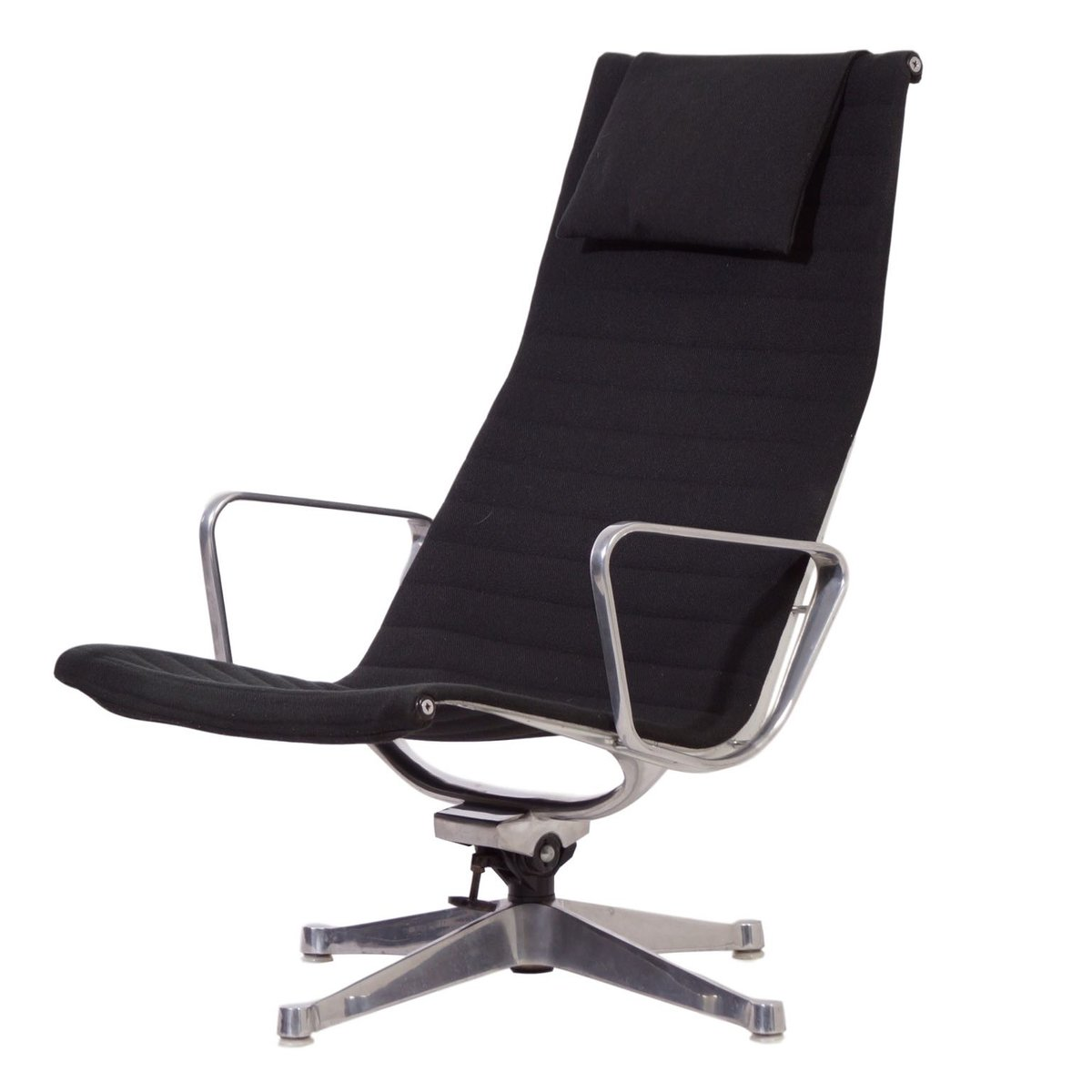 Eanes Chair Ea124 Lounge Chair By Charles And Ray Eames For Herman Miller 1958