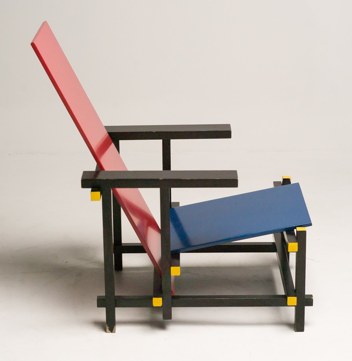 Red And Blue Chair By Gerrit Thomas Rietveld For Cassina