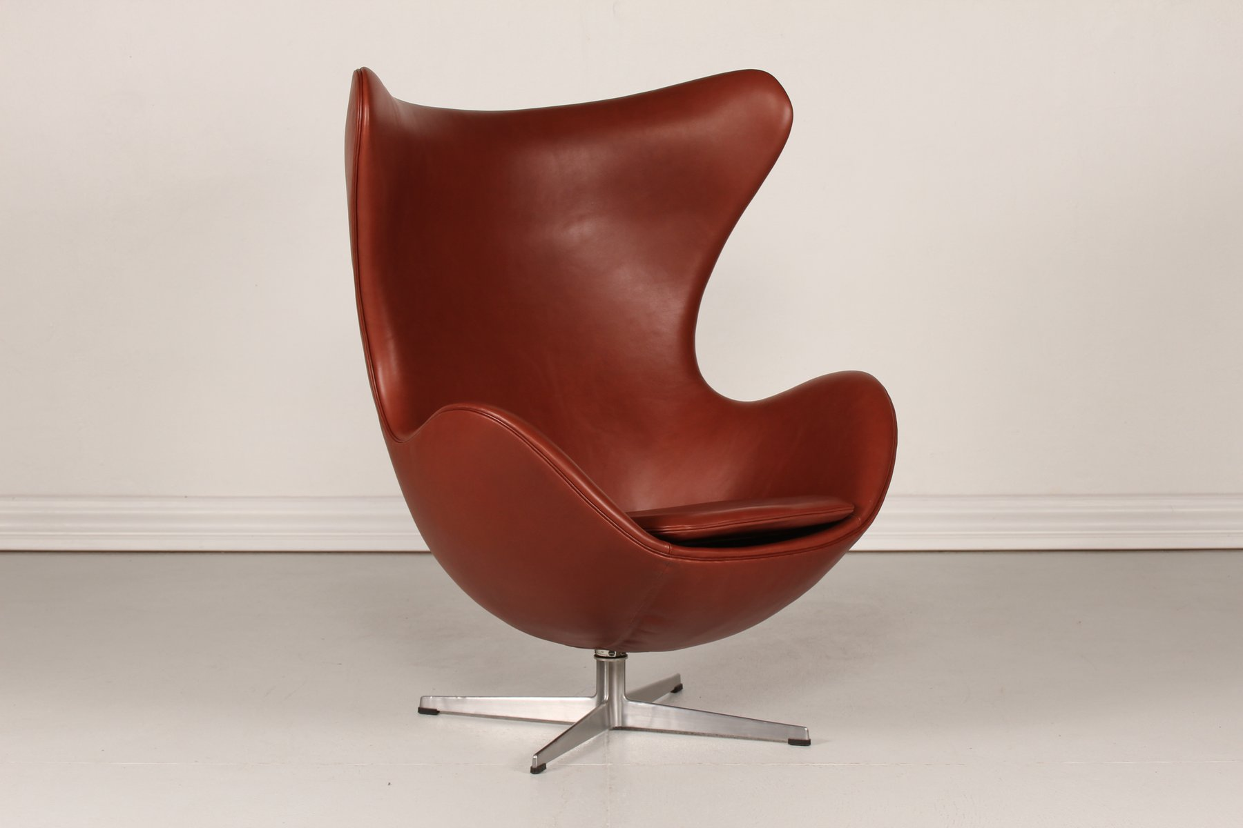 jacobsen egg chair leather with long back cognac 3316 by arne for fritz