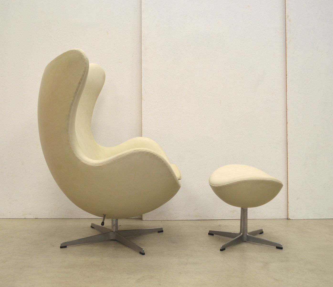 Egg Chair Prices Cream Egg Chair And Ottoman By Arne Jacobsen For Fritz