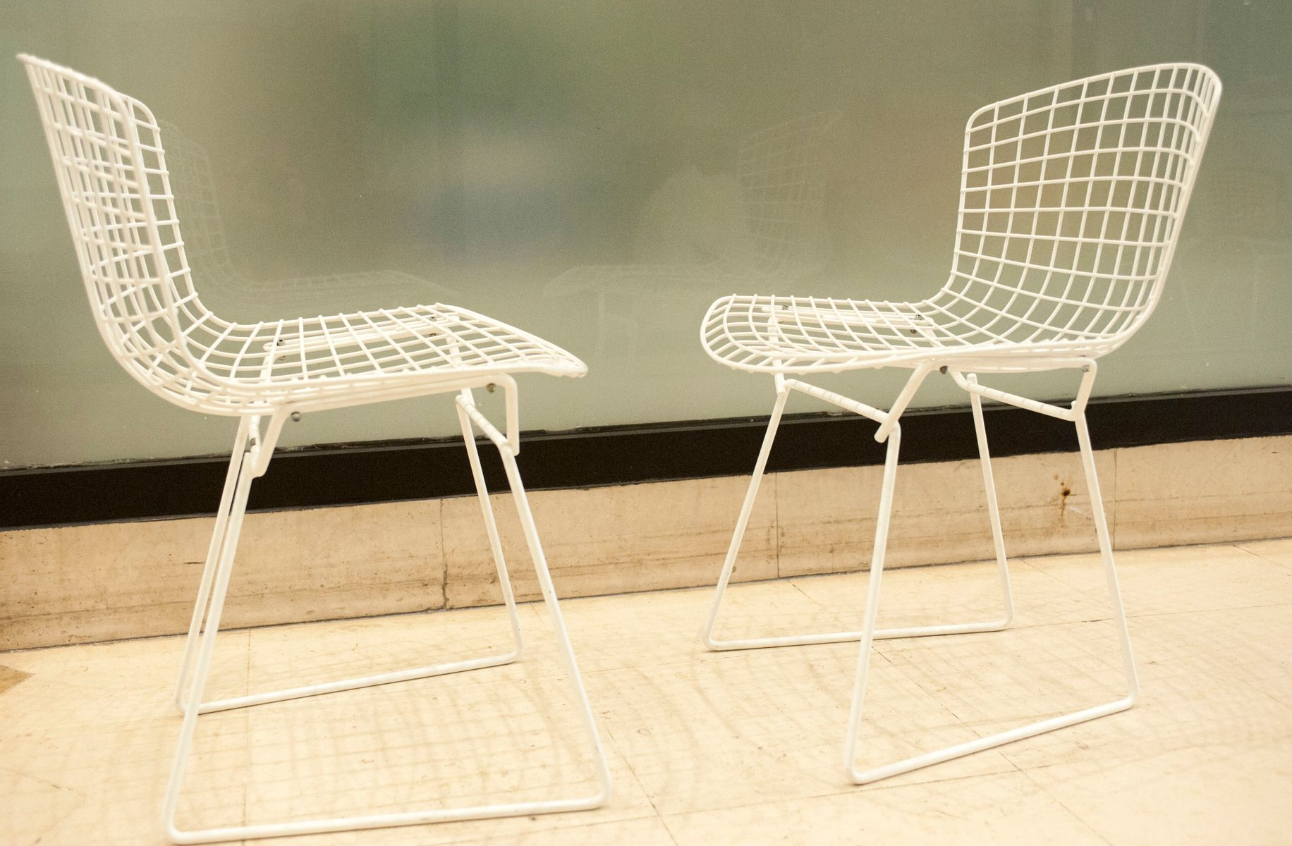 white bertoia side chair plastic outdoor chairs target model 420c by harry for knoll