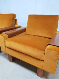 Mid-Century Gold Velvet Lounge Chair for sale at Pamono
