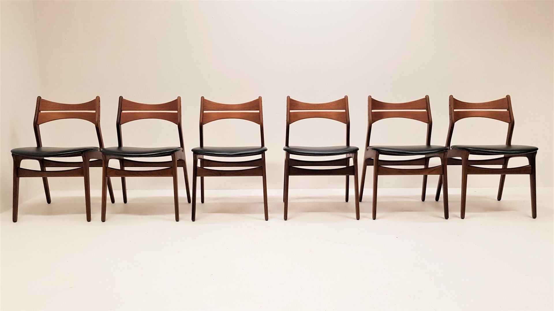 erik buck chairs for sale craigslist model 310 teak dining by buch set of 6 at pamono
