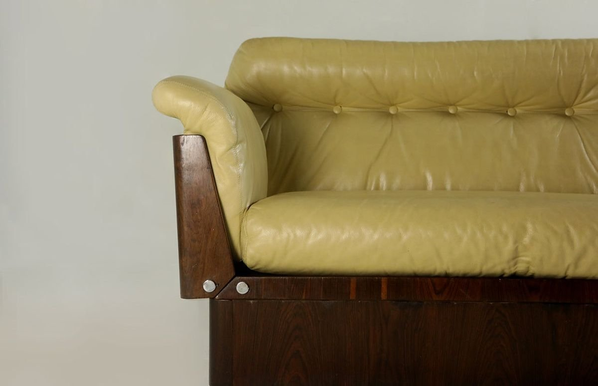 canape moderne mid century en bois dur et cuir de lineart moveis e decoracao bresil 1960s