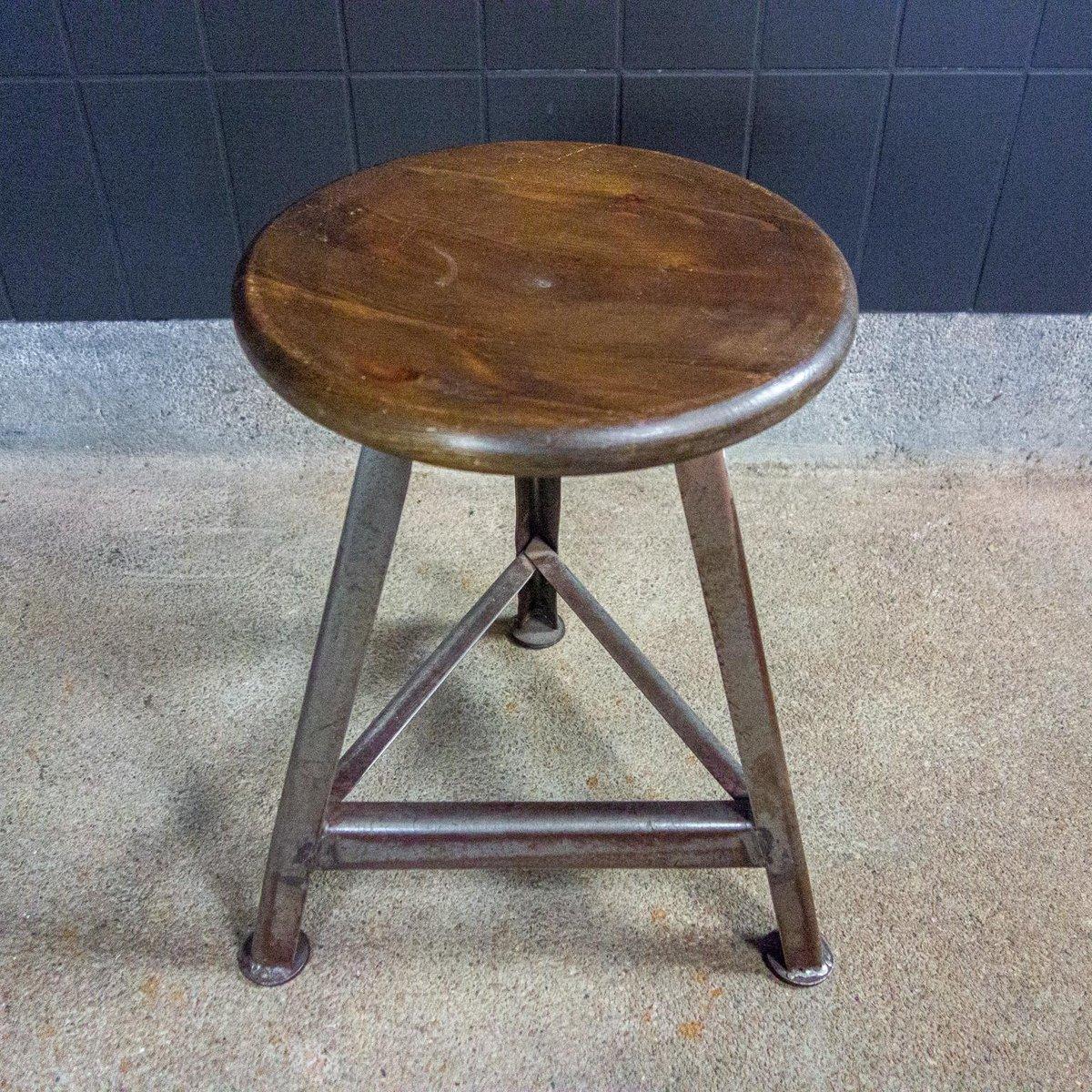 https www pamono fr tabouret bas industriel en fer avec assise en bois