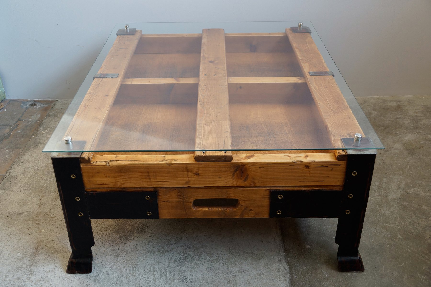 pallet sofa table for sale throws on leather industrial coffee with glass top at