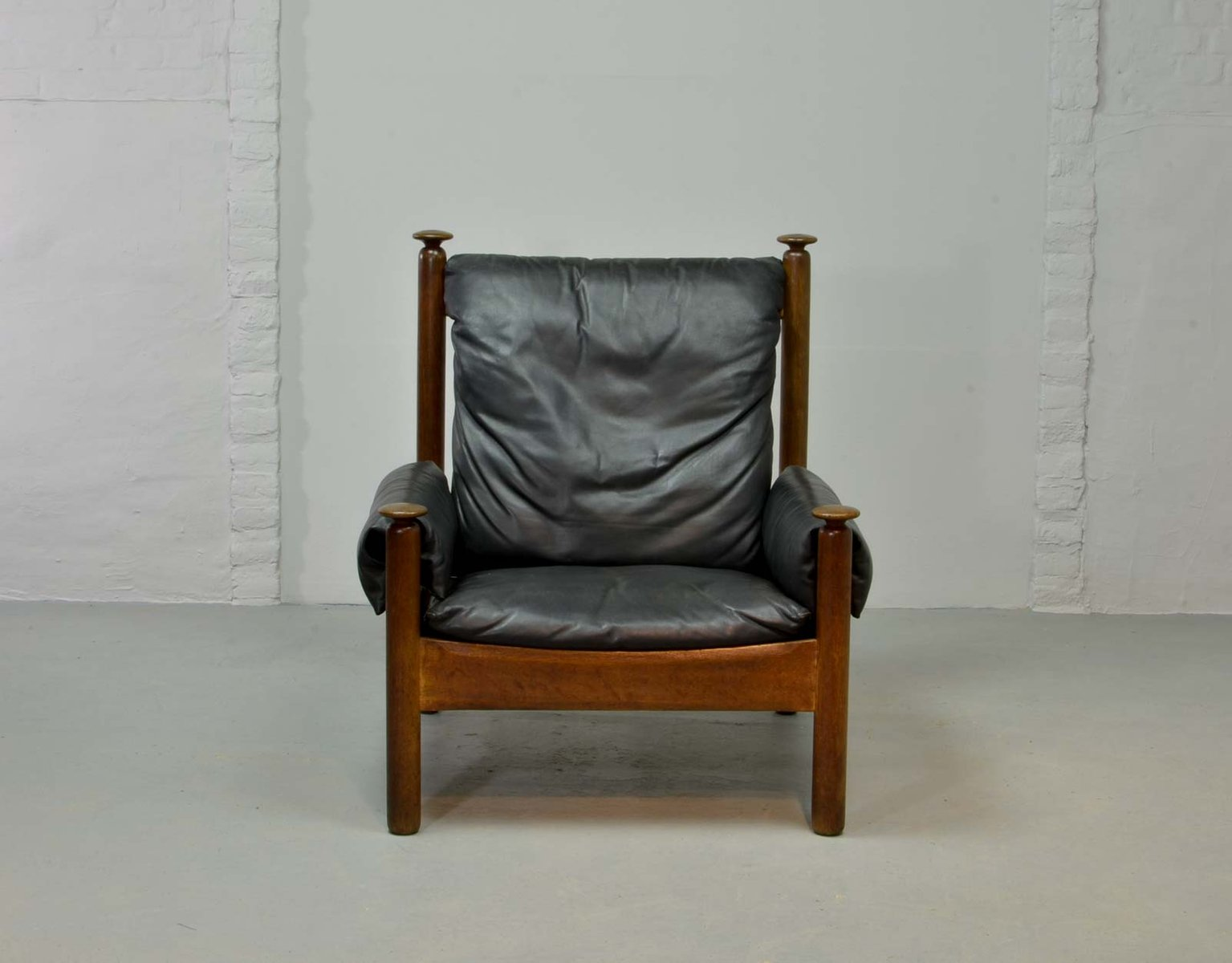 Black Leather Lounge Chair Black Leather Scandinavian Lounge Chair 1960s En Vente
