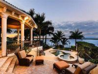 Wow Houses: Backyard Oasis, Modern Marvel, Bayshore ...