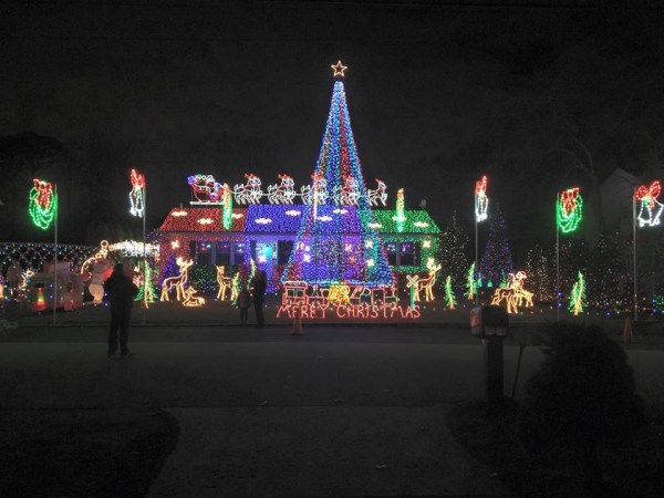 Old Bridge Residents Complain About Neighbor39s Christmas