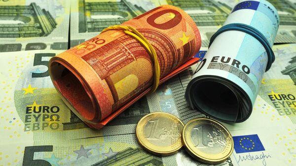 Официальный курс евро на четверг снизился до 68,41 рубля
