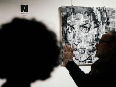 """Выставка """"рисующего джазмена"""" Игната Кравцова проходит в Москве"""