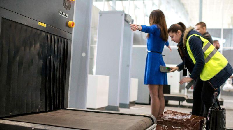 """Досмотр в аэропорту, как через """"Голый сканер"""" видит человека служба безопасности (фото). Рентгеновский и микроволновый сканер для досмотра под одеждой - радиация и вред. Какой вред несет досмотр через """"Голый сканер"""" в аэропорту или метро. Можно ли отказаться от прохождения рамки, в каких случаях и кому. Как служба безопасности видит нас через рентгеновский и микроволновый сканер."""