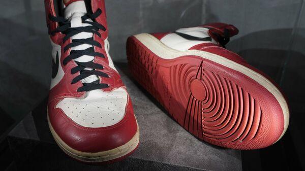Пара кроссовок Майкла Джордана продана на аукционе за рекордную сумму