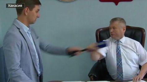 Нападение главы Ширинского района Хакасии Сергея Зайцева на журналиста телеканала Россия 24