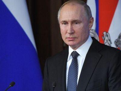 Путин поблагодарил парламент за твердую позицию по итогам ВОВ