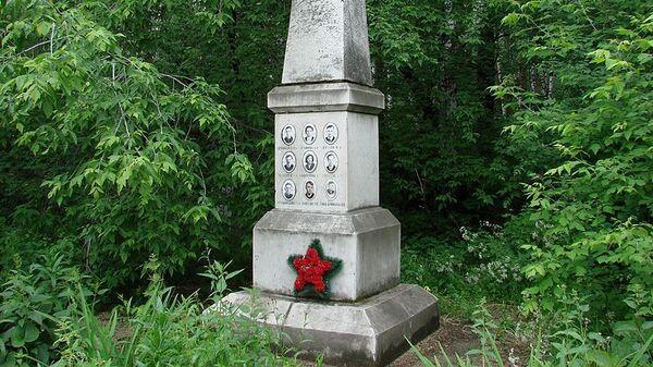 Памятник погибшим туристам в 1959 году
