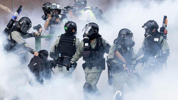 В Гонконге полиция применила слезоточивый газ для разгона протестов
