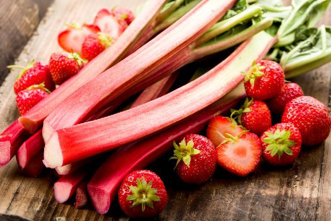 Dżem truskawkowo-rabarbarowy - jak zrobić? [łatwy przepis]