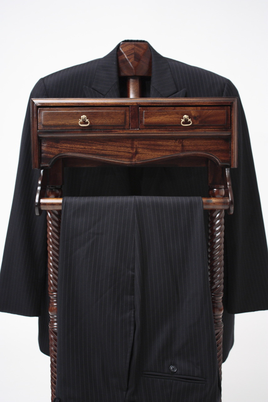 Mens Valet Stand  Laurel Crown