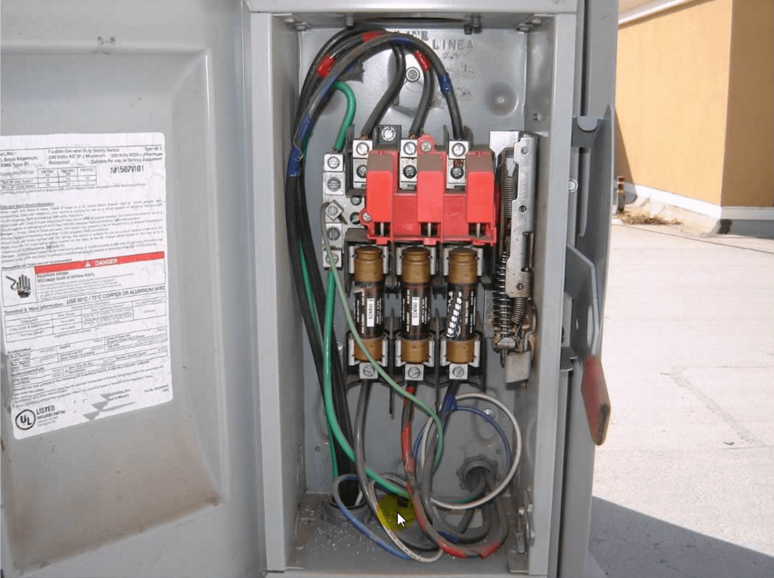 small resolution of a 3 phase electrical disconnect box