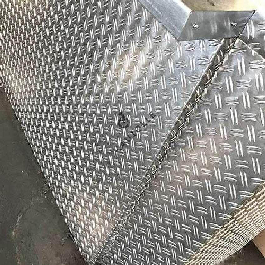 plaque d aluminium brillant antiderapant sur mesure