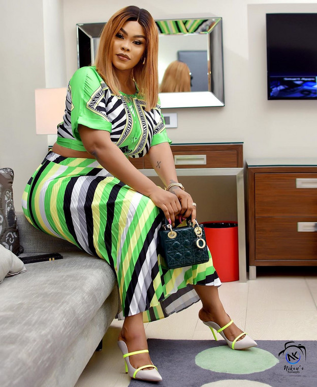 Nollywood actress Daniella Okeke has gotten for herself another mansion and her friends' aren't keeping calm about it. [Instagram/DaniellaOkeke]