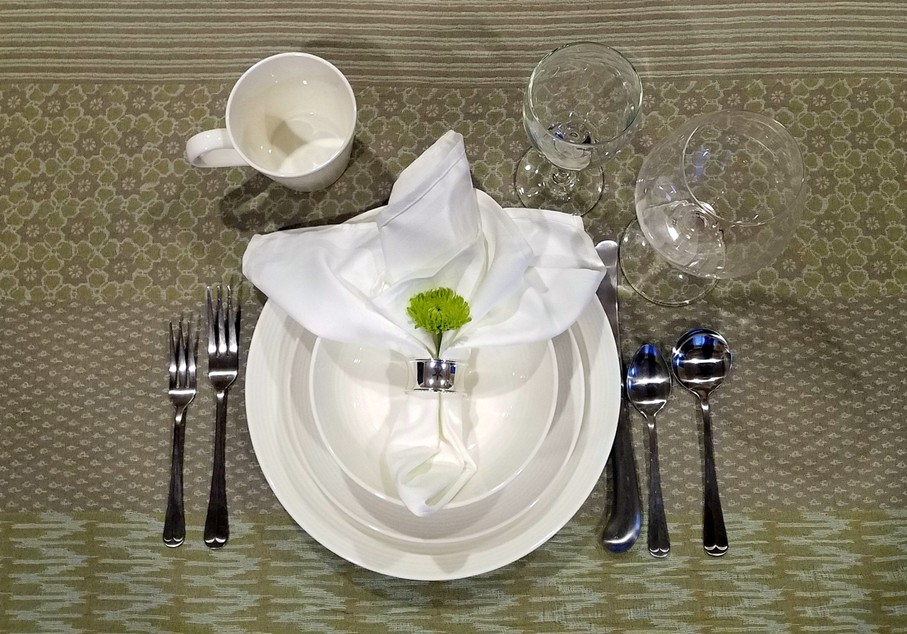 Place Settings For The Dinner Table Formal And Semi Formal Elegance
