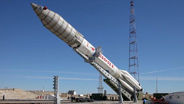 Вывоз ракеты-носителя Протон-М с космическим аппаратом ЭкоСтар-21
