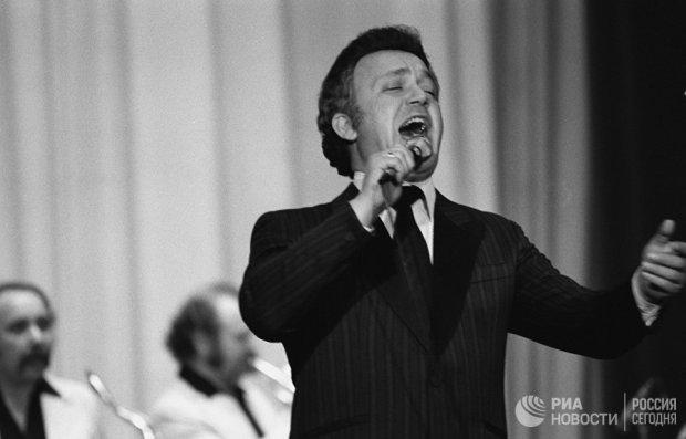 Народный артист РСФСР, советский эстрадный певец Иосиф Давыдович Кобзон дает концерт в Кабуле