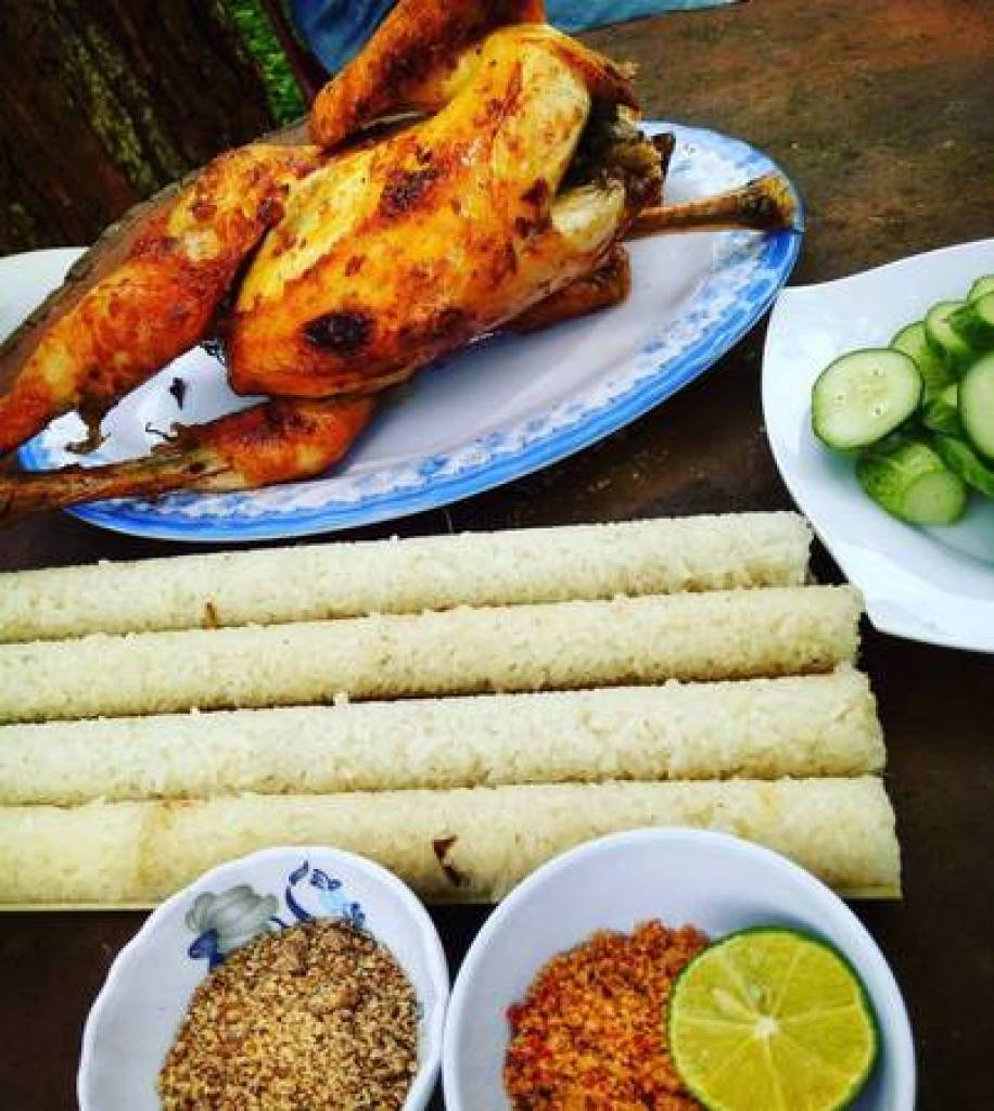 Steamed rice with black asparagus is a popular regional specialty. Photo: Vien_travel_tips
