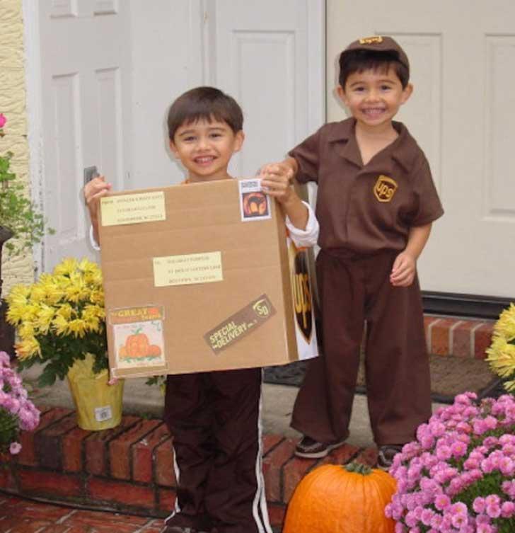 halloween-twins-costumes-18