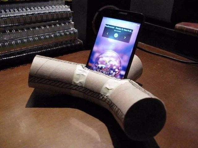 8-toilet-paper-rolls-dont-work-as-phone-speakers-2
