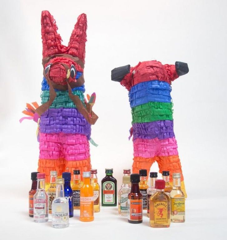 Piñata Alcohol0000 - Piñata para mayores de edad será la revelación de tu cumpleaños. Rellena de botellitas de alcohol