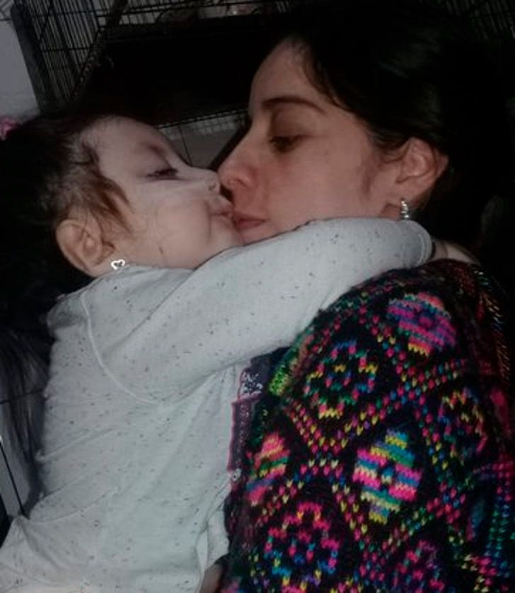 Captura de Pantalla 2020 11 16 a las 14.05.35 - Adotta una bebè con pochissima aspettativa di vita. Le ha donato i 5 migliori anni della sua vita