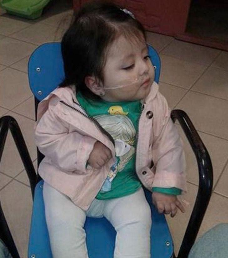 Captura de Pantalla 2020 11 16 a las 14.05.40 - Adotta una bebè con pochissima aspettativa di vita. Le ha donato i 5 migliori anni della sua vita