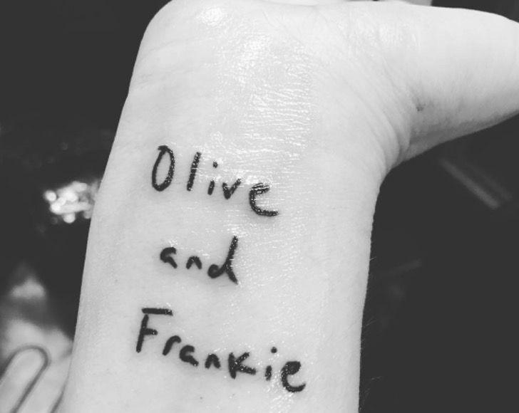 secretos tatuajes famosos2 - 15 mensajes que ocultan los tatuajes de los famosos. El de Kendall Jenner es un punto blanco