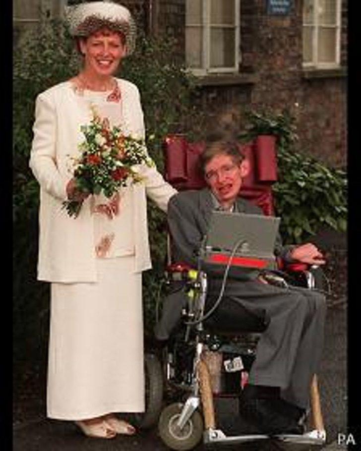 150807162301 hawking elaine 224x280 pa - El evidente cambio físico y mental del niño Stephen Hawking. Su cuerpo lo traicionó, su mente nunca