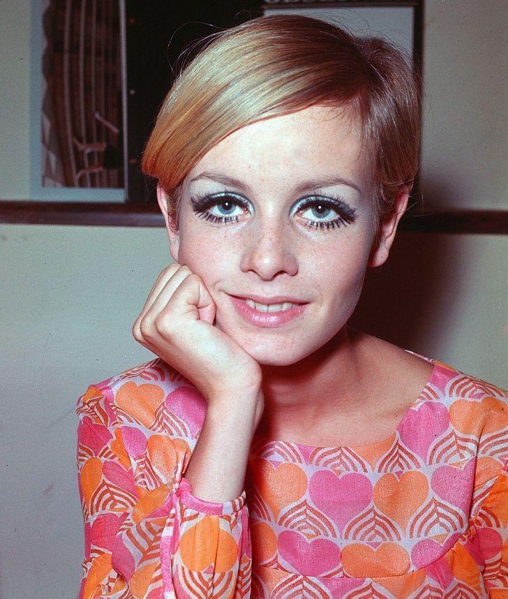 5 83 - 9 famosas del siglo pasado que tenían extraños trucos de belleza. Una usaba 3 pestañas postizas