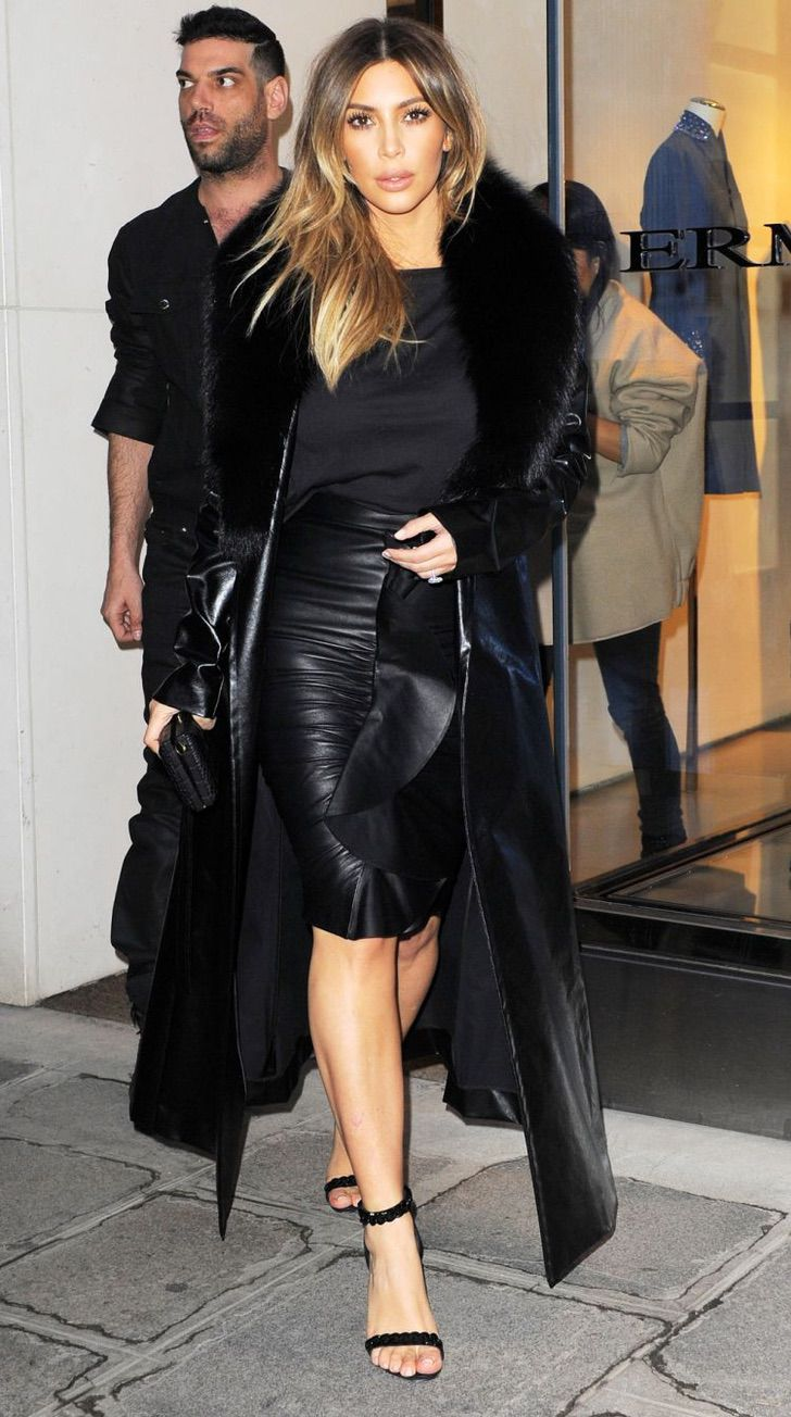 kardashian bikini4 - 20 fotos prueban que las Kardashian no solo lucen bien en bikini. Kylie luce sensual con abrigo