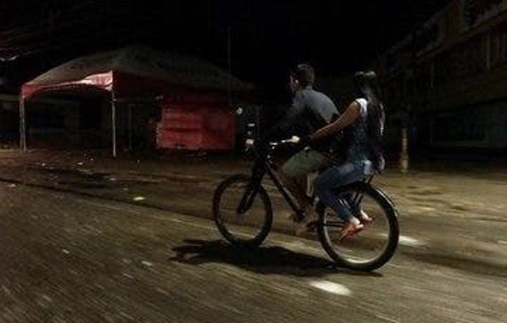 Captura de Pantalla 2021 01 13 a las 17.28.52 - Recorría 36 km a diario para buscar a su novia al trabajo y le regalarán una moto. Su amor lo vale