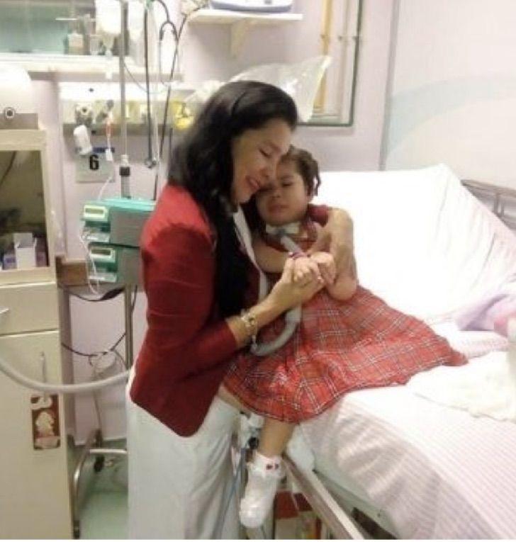 Captura de Pantalla 2021 01 26 a las 09.05.28 - Niñera reúne dinero para cuidar a bebé abandonada por su enfermedad. Vivieron 3 años en un hospital
