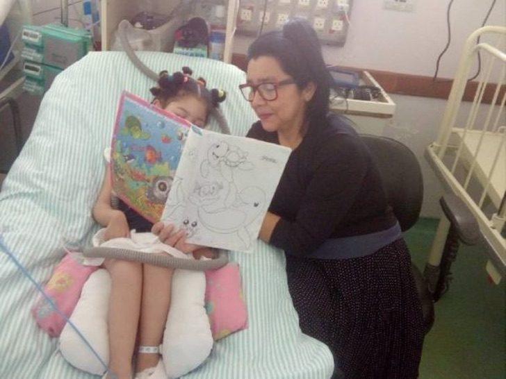 perola leitura e1604023764611 - Niñera reúne dinero para cuidar a bebé abandonada por su enfermedad. Vivieron 3 años en un hospital